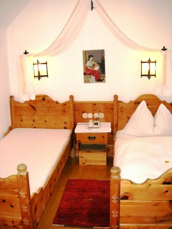 """Kleine Schloss-Klause"" - twin double room"